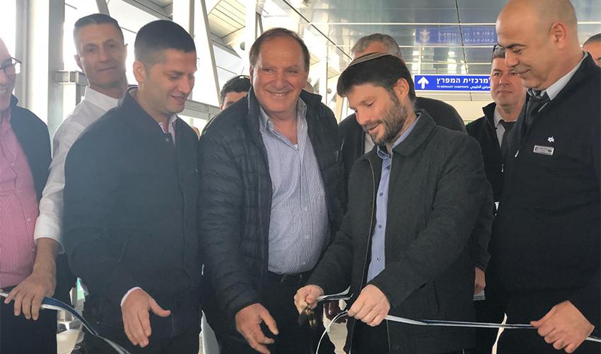 """שר התחבורה בצלאל סמוטריץ ומנכ""""ל רכבת ישראל מיכאל מייקסנר בטקס חנוכת הגשר (צילום: רכבת ישראל)"""