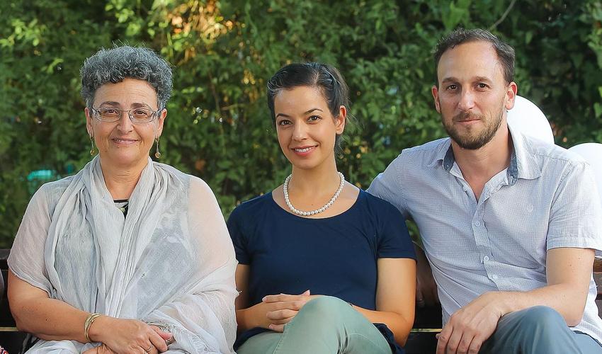 דליה סיון ורכזי יחידת המתנדבים של עמך חיפה (צילום: ינאי רובחה)