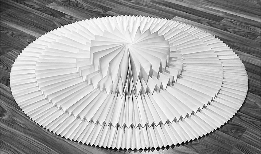 עבודה של טומקו פוסה (צילום: אוקטאי אגרונוב)
