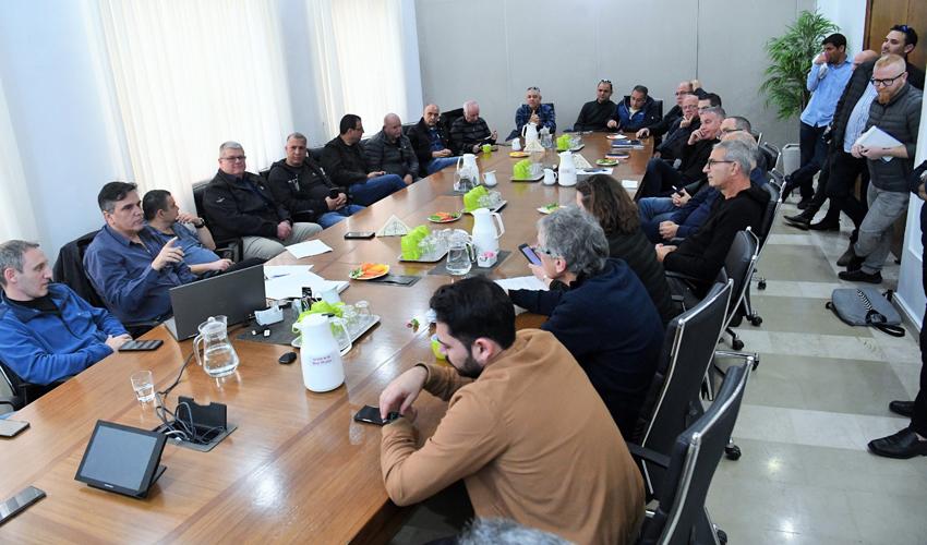 מטה החירום של עיריית חיפה (צילום: ראובן כהן)