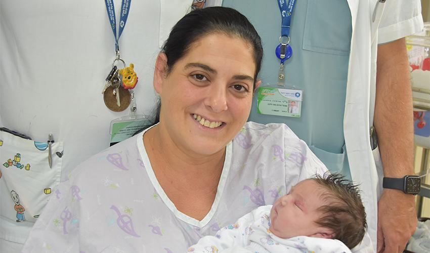 קרין סבג והתינוקת (צילום: אלי דדון)