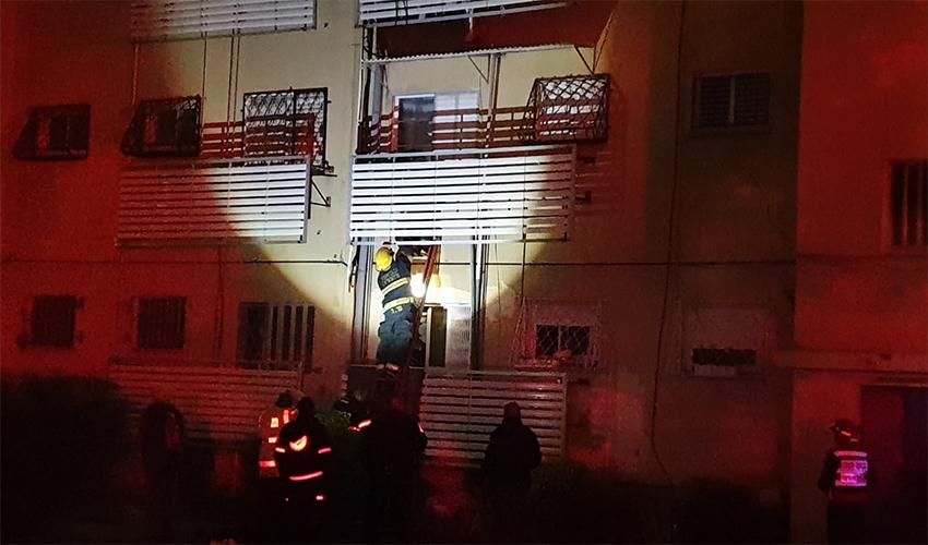 פעולות חילוץ בשריפה בקרית אליעזר (צילום: בועז כהן)