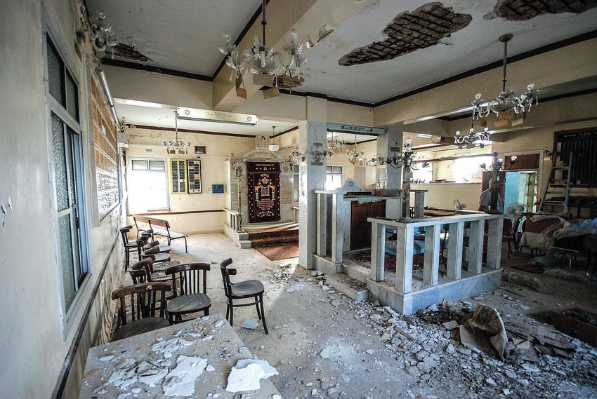 """בית הכנסת של יוצאי סלוניקי. """"גווע בזמן"""" (צילום: בועז רפאלי)"""