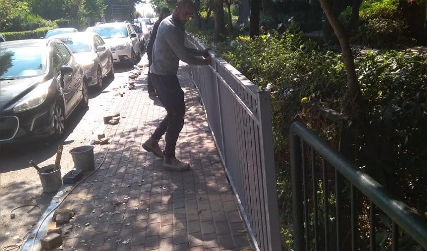 גידור מעבר של חזירי בר (צילום: דוברות עיריית חיפה)