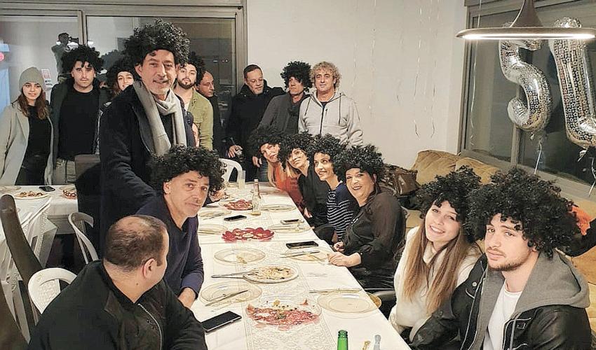 """מסיבת יום ההולדת של ראובן עטר. """"הילדים והחברים הפתיעו אותי"""" (צילום מתוך דף הפייסבוק של ראובן עטר)"""