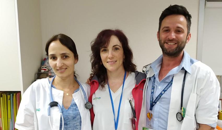 """ד""""ר אלנברג וצוות היחידה לגסטרואנטרולוגיה ותזונה בילדים במרכז הרפואי כרמל (צילום: אלי דדון)"""