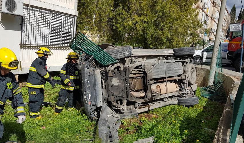 כוחות הכיבוי וההצלה מטפלים ברכב המופעל בגז (צילום: דוברות שירותי כיבוי והצלה)