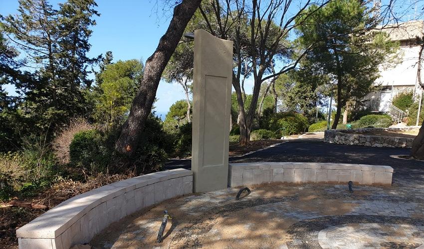 האנדרטה במיקומה החדש ברחוב מנילה (צילום: בועז כהן)