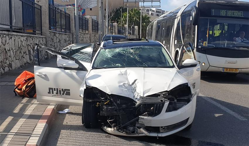 המונית שנפגעה בתאונה ברחוב חטיבת גולני (צילום: דוברות איחוד הצלה)