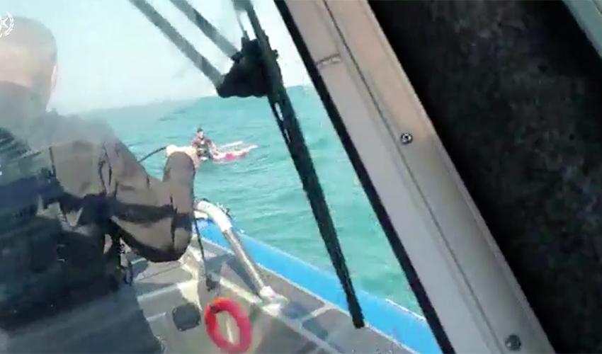 חילוץ הגולש שנסחף (צילום: דוברות משטרת ישראל)
