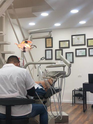 מרפאת סמייל סטיישן: רופאי שיניים מומחים בתחומם. צילום: נור עבד