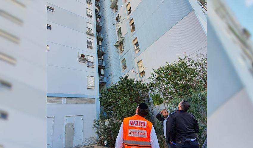הבניין שממנו נפל הפועל (צילום: דוברות איחוד הצלה)