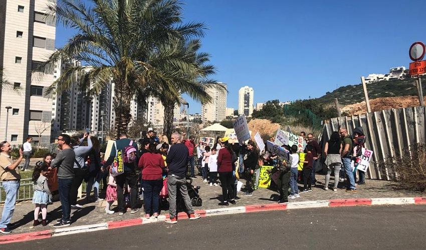 הפגנת התושבים ברמת הנשיא (צילום: שושן מנולה)