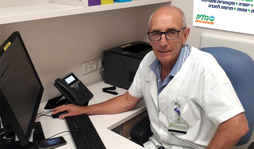"""ד""""ר אנטוניו קוטלר בזמן ייעוץ טלפוני (צילום: דוברות שירותי בריאות כללית)"""