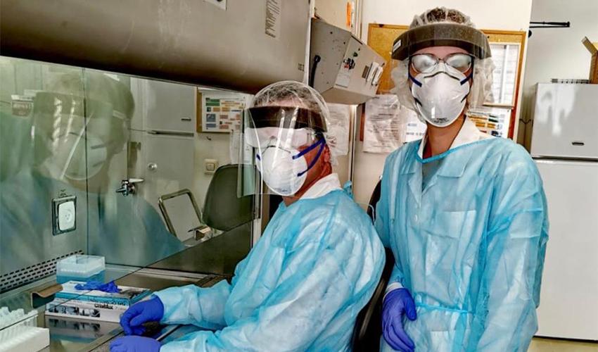 המעבדה המיקרוביולוגית (צילום: דוברות שירותי בריאות כללית)