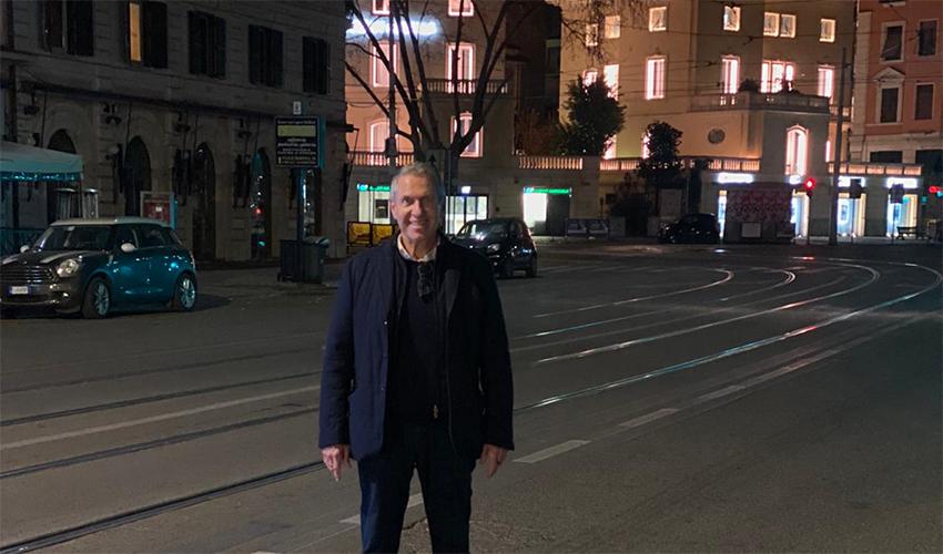 יעקב פינגולד בודד ברחובות רומא
