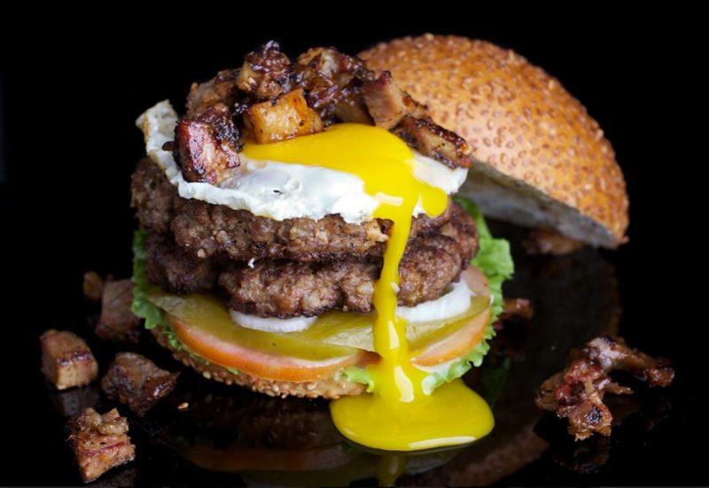 """ההמבורגר שייקח אתכם להרגיש כמו בארה""""ב. צילום באדיבות בורגר סאלון"""