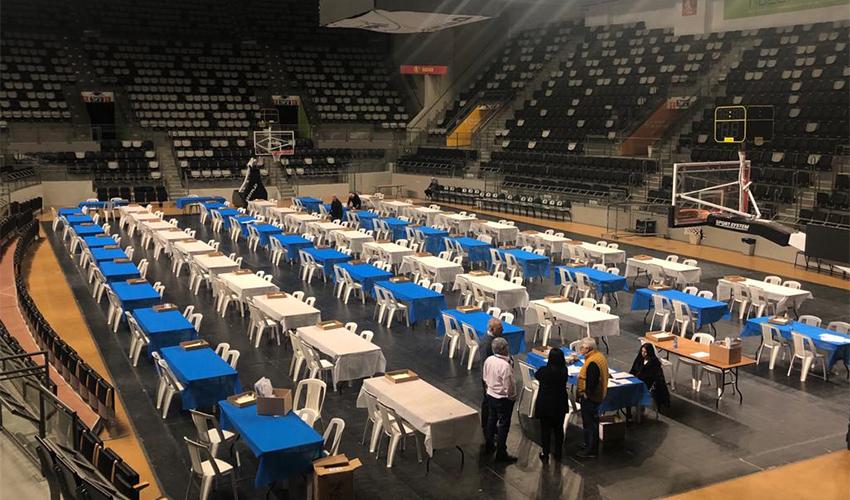 ועדת הבחירות המרכזית בהיכל הספורט ברוממה (צילום: שושן מנולה)