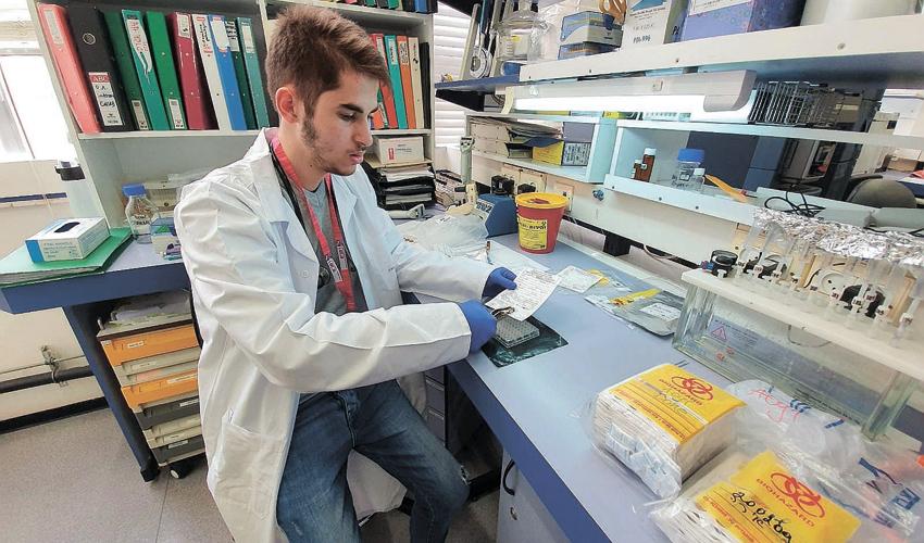 """עמאר צלאח א-דין (צילום: דוברות הקריה הרפואית רמב""""ם)"""
