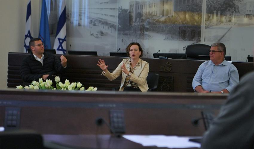 ישיבת הערכת המצב שנערכה היום (צילום: ראובן כהן, דוברות עיריית חיפה)