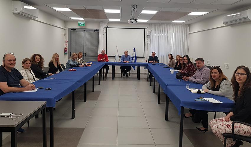 ישיבת מנהלי בתי הספר עם הנהלת העירייה (צילום: דוברות עיריית קרית ביאליק)