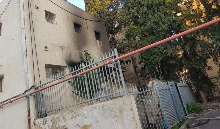 השריפה ברחוב הרצל (צילום: דוברות שירותי הכבאות וההצלה)