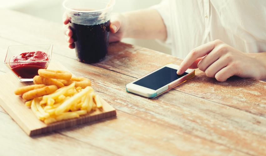 העולם שבמסך והעולם שבצלחת: מהי הדיאטה המיטבית?. תמונה ממאגר Ingimage