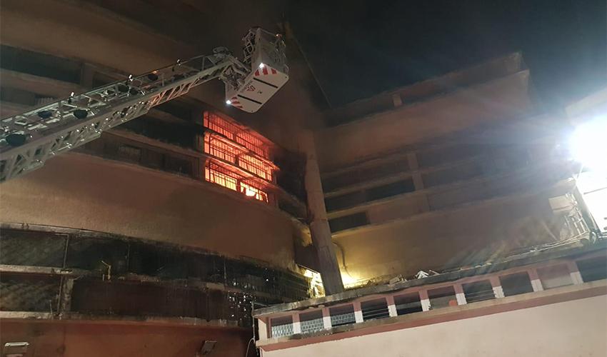 השריפה במבנה שוק תלפיות (צילום: דוברות שירותי כבאות והצלה)