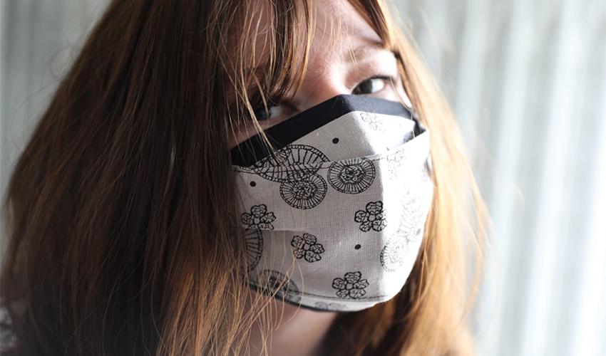 מרינה מוחין עם מסיכה (צילום: אילן מור יוסף מוחין)