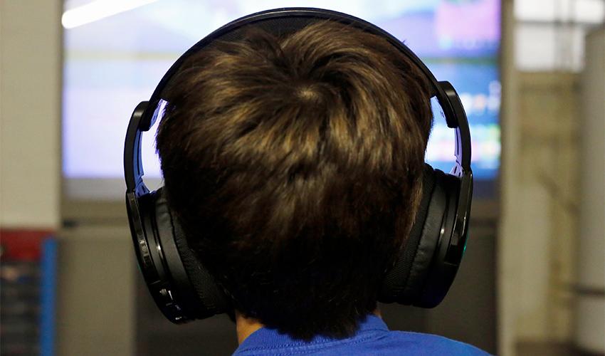 משחק מחשב (צילום: Martha Irvine, AP)