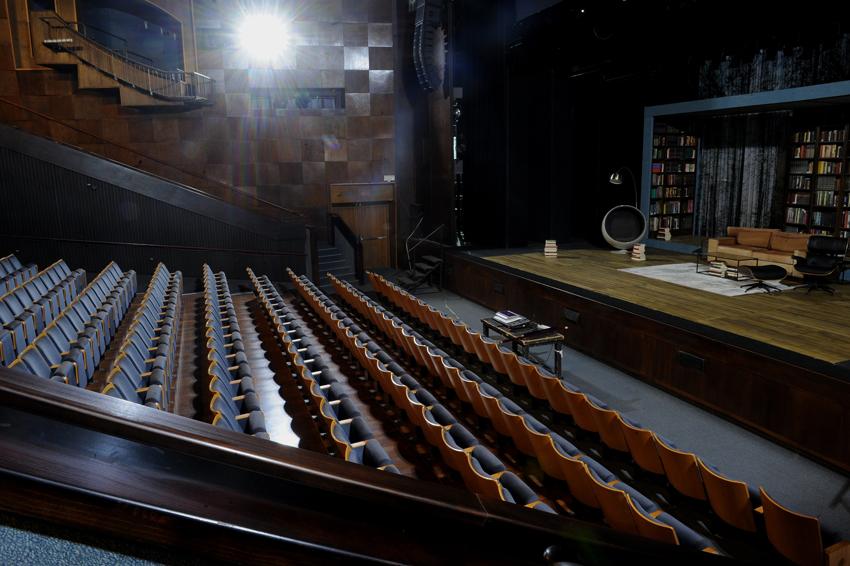 המושבים בתיאטרון חיפה שוממים (צילום: רמי שלוש)