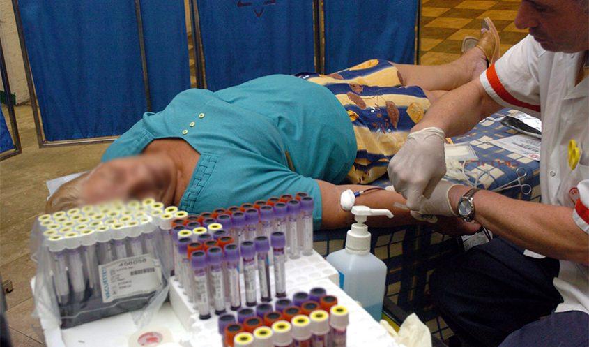 בדיקת דם (צילום: מוטי קמחי)