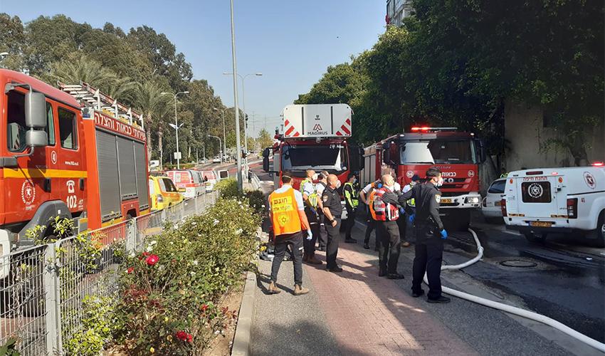 זירת השריפה ברחוב הגיבורים (צילום: דוברות כבאות והצלה)