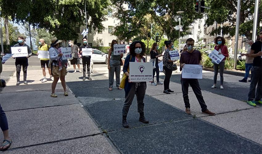 ההפגנה ברחבת עיריית חיפה נגד מימון המשדר המרכזי של יום העצמאות בהשתתפותו של אייל גולן (צילום: צמרת הרשקו)