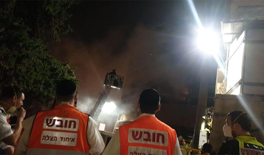 השריפה בשוק תלפיות (צילום: דוברות שירותי כבאות והצלה)