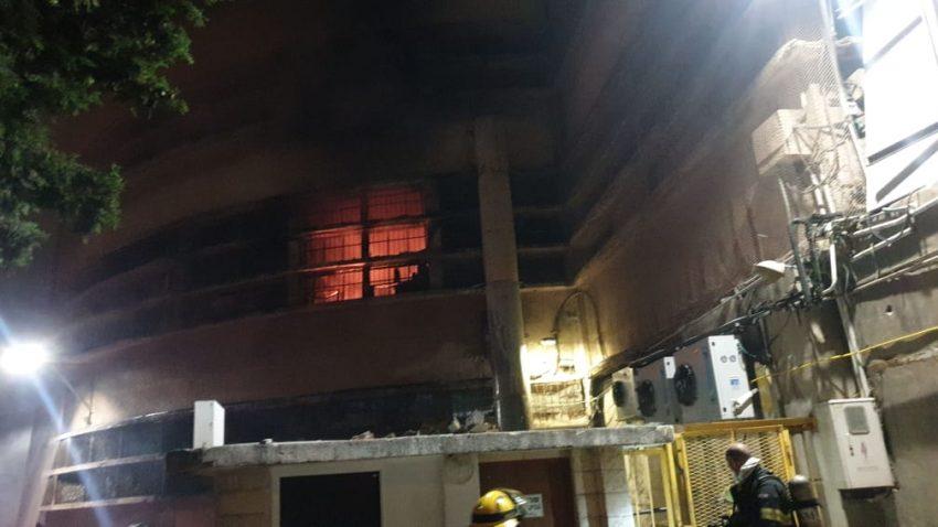 השריפה במבנה שוק תלפיות (צילום: דוברות איחוד הצלה)