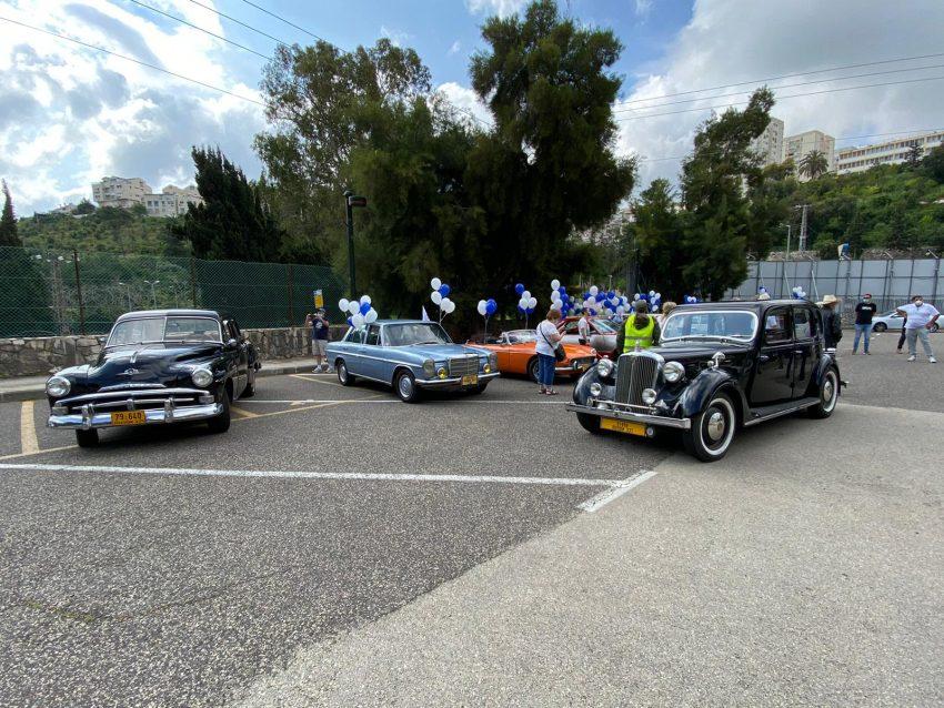 רכבי האספנות של מועדון החמש (צילום: דוברות עיריית חיפה)