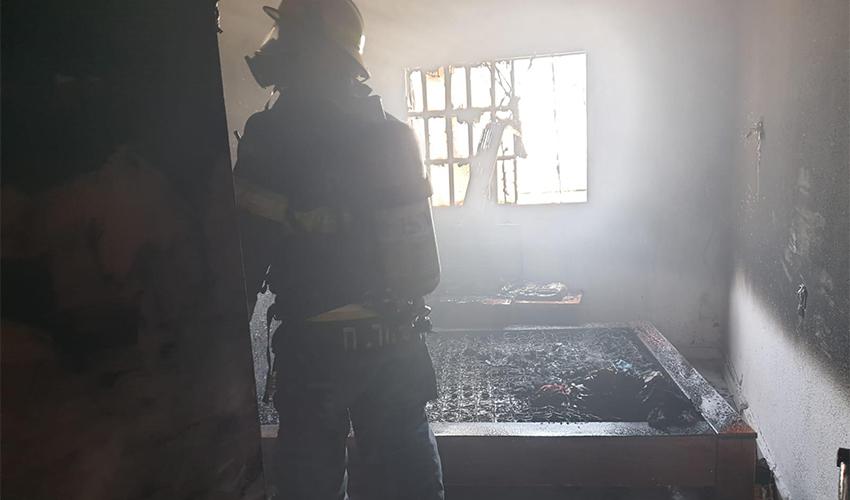 חדר השינה שנשרף כליל (צילום: דוברות שירותי הכבאות וההצלה)