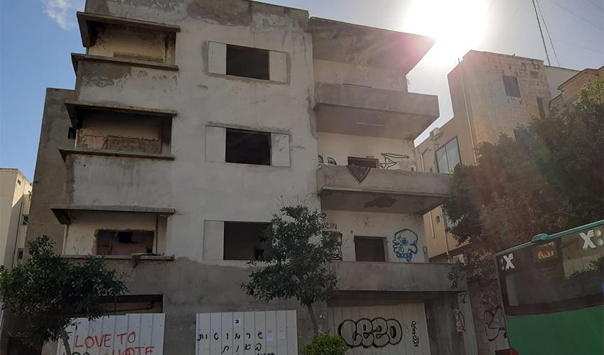 הבניין שמיועד להריסה ברחוב החלוץ (צילום: עדי קרפל פרזס)
