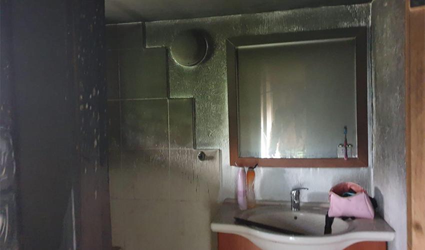 נזקי השריפה ברחוב החשמל (צילום: דוברות שירותי הכבאות וההצלה)