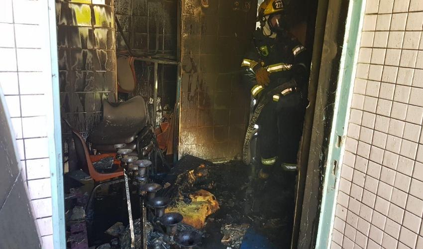 נזקי השריפה בבית הספר גבעון בנשר (צילום: דוברות שירותי הכבאות וההצלה)