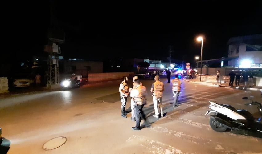 זירת הירי ברחוב לילינבלום בקרית אתא (צילום: דוברות איחוד הצלה)