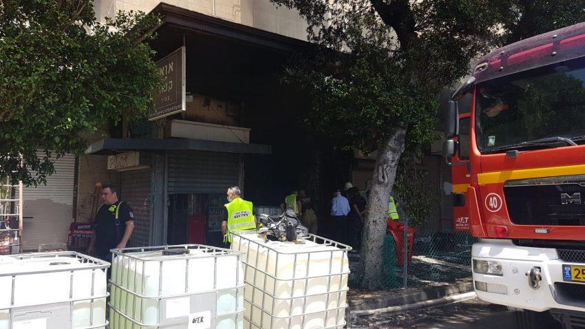 זירת השריפה ברחוב העצמאות (צילום: דוברות שירותי הכבאות וההצלה)