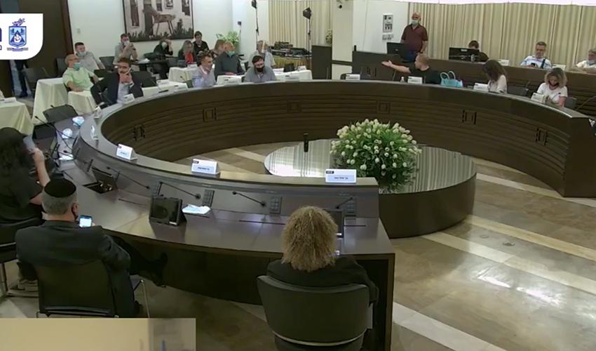ישיבת מועצת העיר, הערב (צילום מתוך דף הפייסבוק של עיריית חיפה)