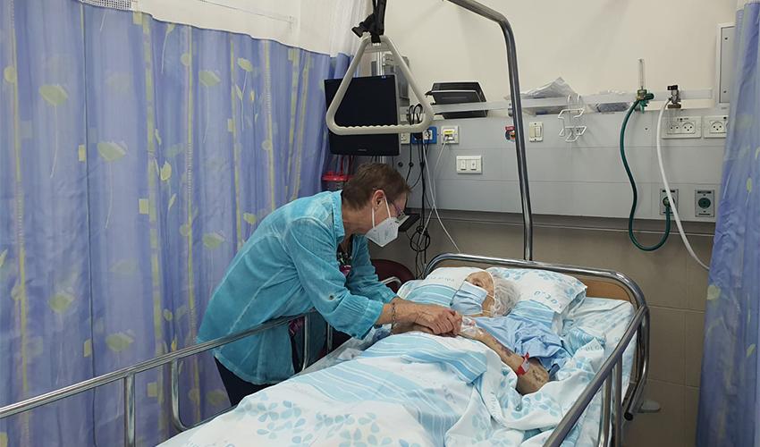 """פייגה ליבוביץ' ובתה סימה (צילום: דוברות הקריה הרפואית רמב""""ם)"""