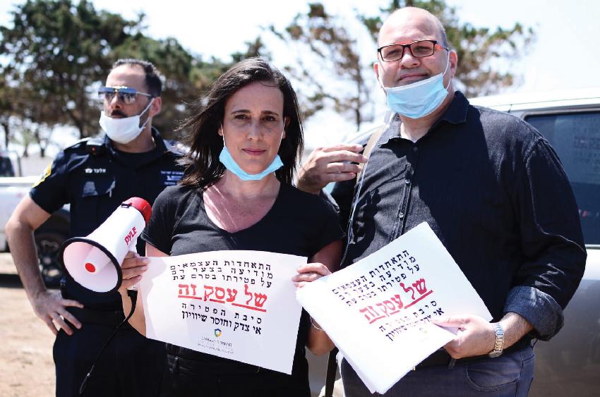 """סיגל שטרנברג בהפגנה בחיפה. """"התקשרתי לכל מיני פלגים של עצמאים אבל אף אחד מהם לא הגיע"""" (צילום: מישל סבאג)"""