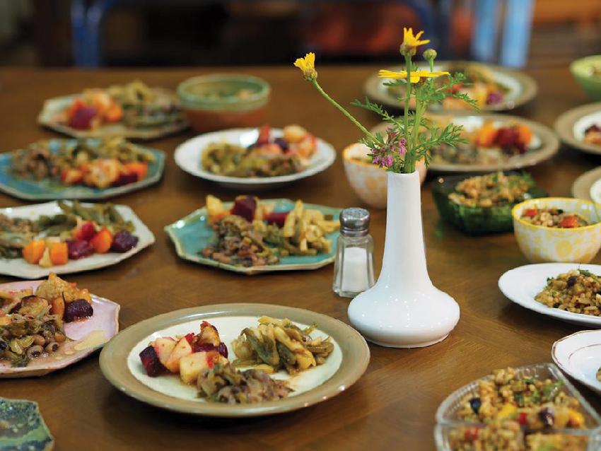 """ארוחה ברובין פוד. """"משק בית מבזבז בממוצע אלפי שקלים בכל שנה על אוכל שהוא לא נהנה ממנו"""" (צילום: Anja Czmara)"""