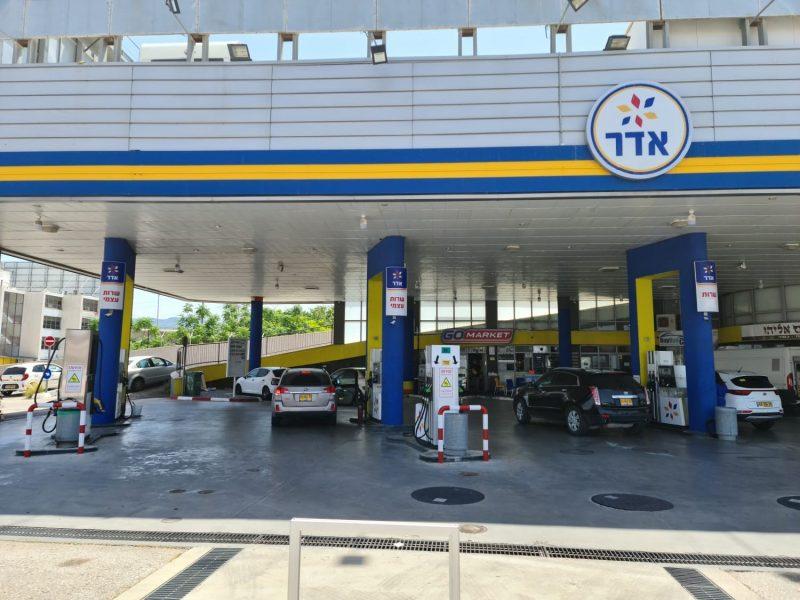 תחנת הדלק אדר. צילום עצמי