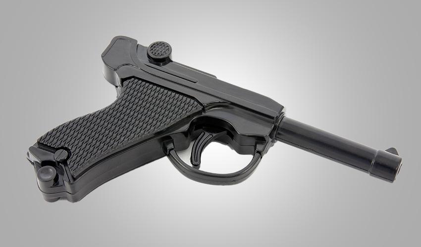 אקדח מפלסטיק (צילום: א.ס.א.פ קריאייטיב/INGIMAGE)