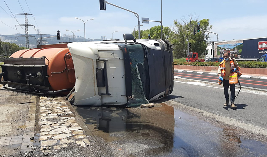 המשאית ההפוכה (צילום: דוברות איחוד הצלה)